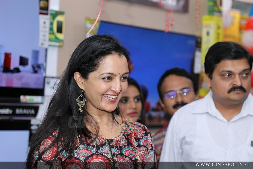 Manju Warrier At Sony Showroom Inauguration (5)