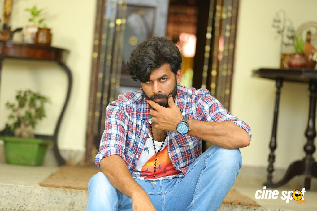 Pokkiri Simon New Photos (30)