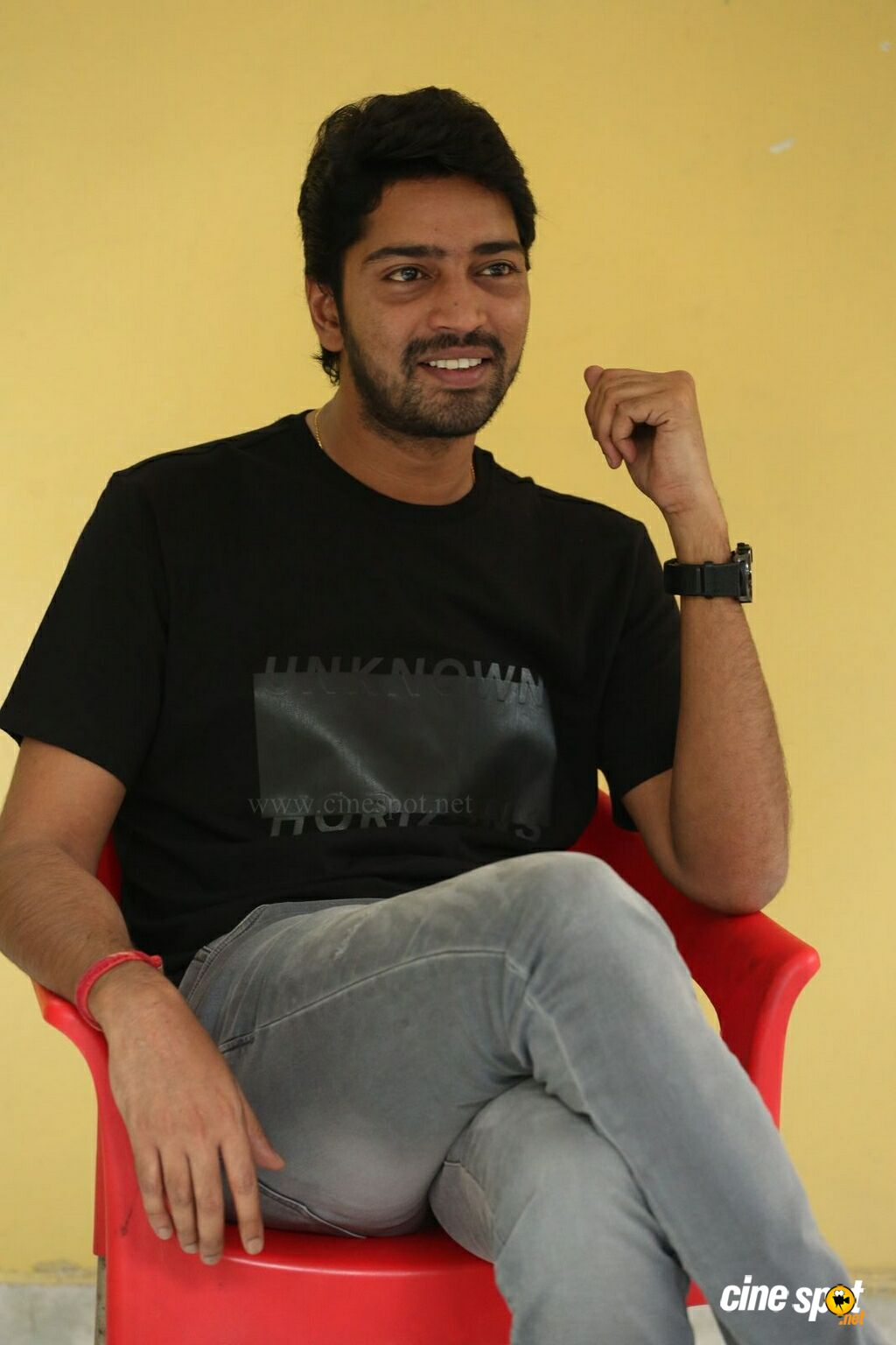 Meda Meeda Abbayi Hero Allari Naresh Interview Photos (12)