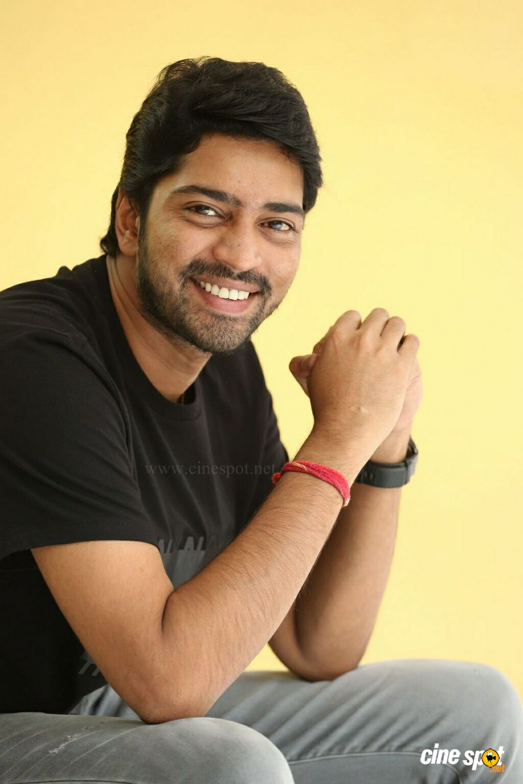 Meda Meeda Abbayi Hero Allari Naresh Interview Photos (26)