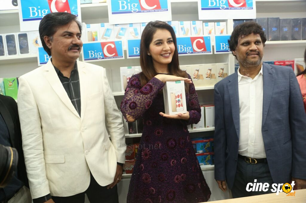 Raashi Khanna Launches Big C Mobile Store (25)