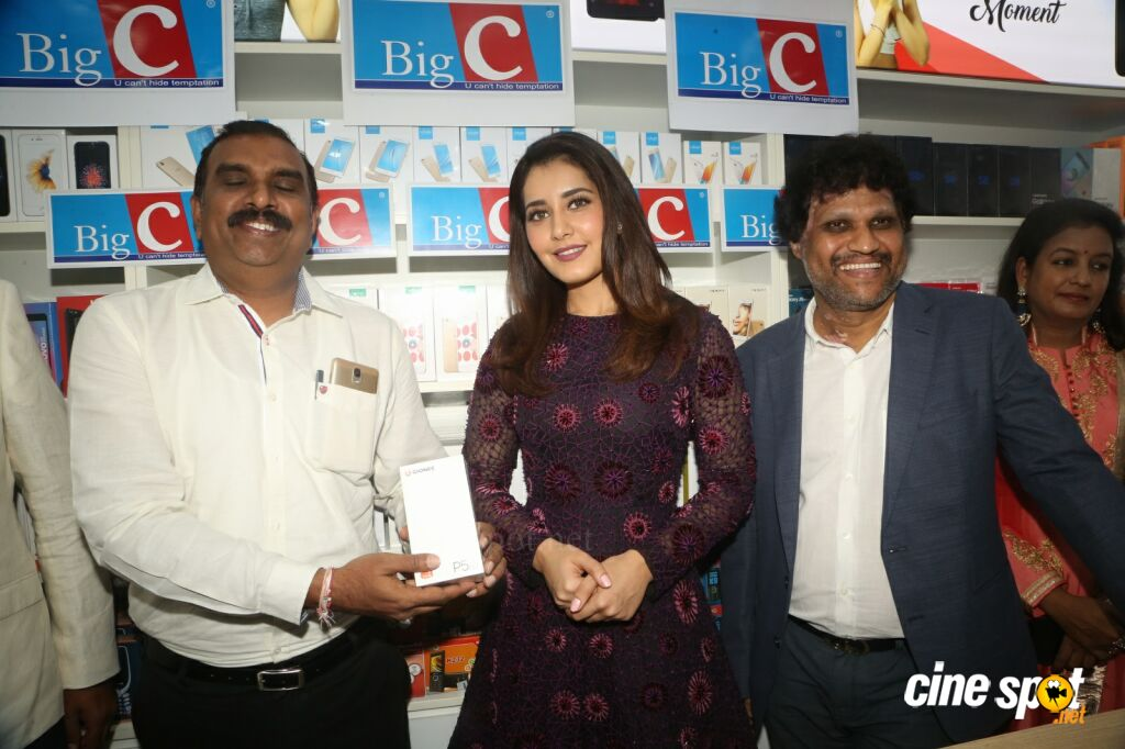 Raashi Khanna Launches Big C Mobile Store (28)