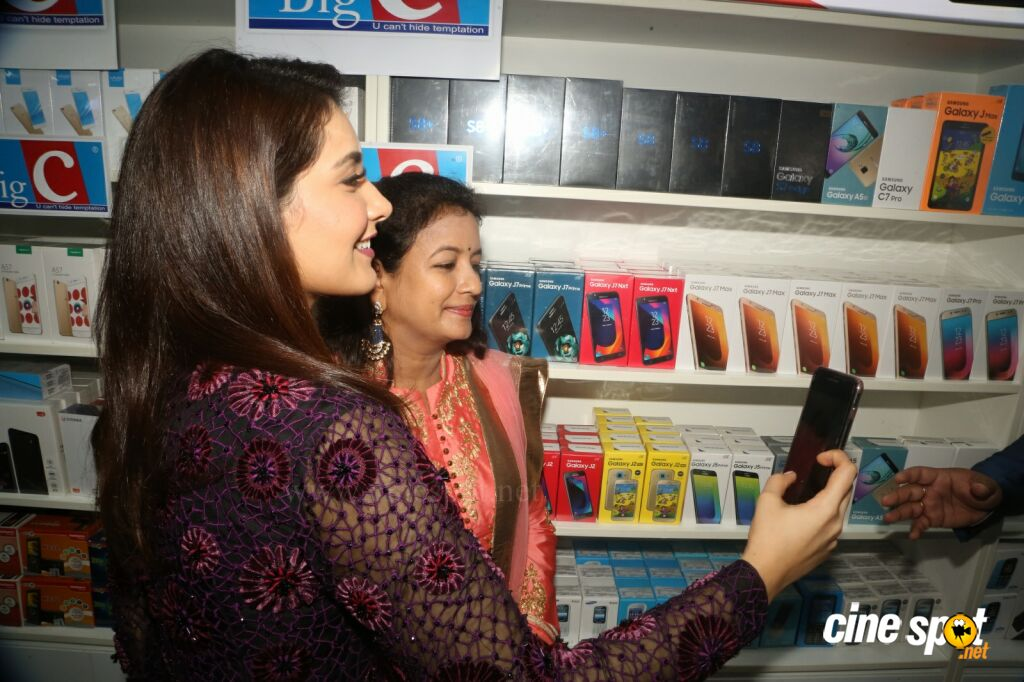 Raashi Khanna Launches Big C Mobile Store (32)