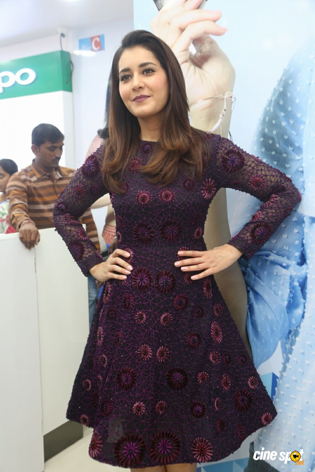 Raashi Khanna Launches Big C Mobile Store (39)