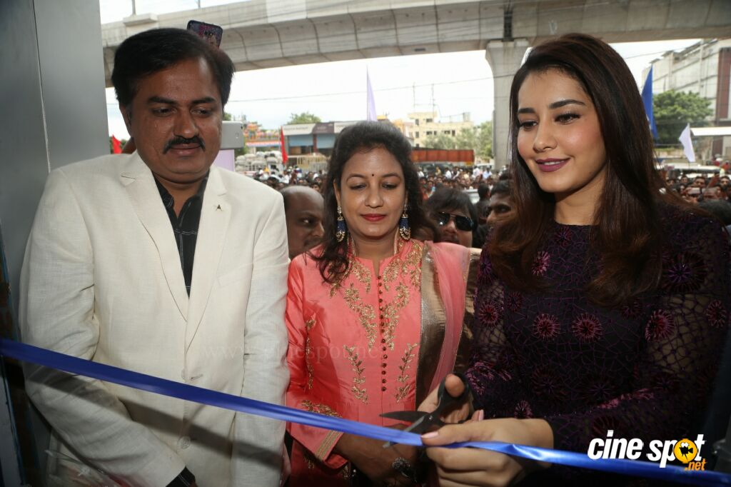 Raashi Khanna Launches Big C Mobile Store (4)