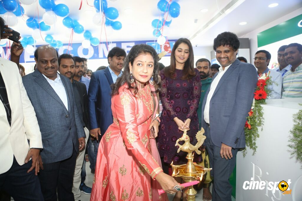 Raashi Khanna Launches Big C Mobile Store (6)