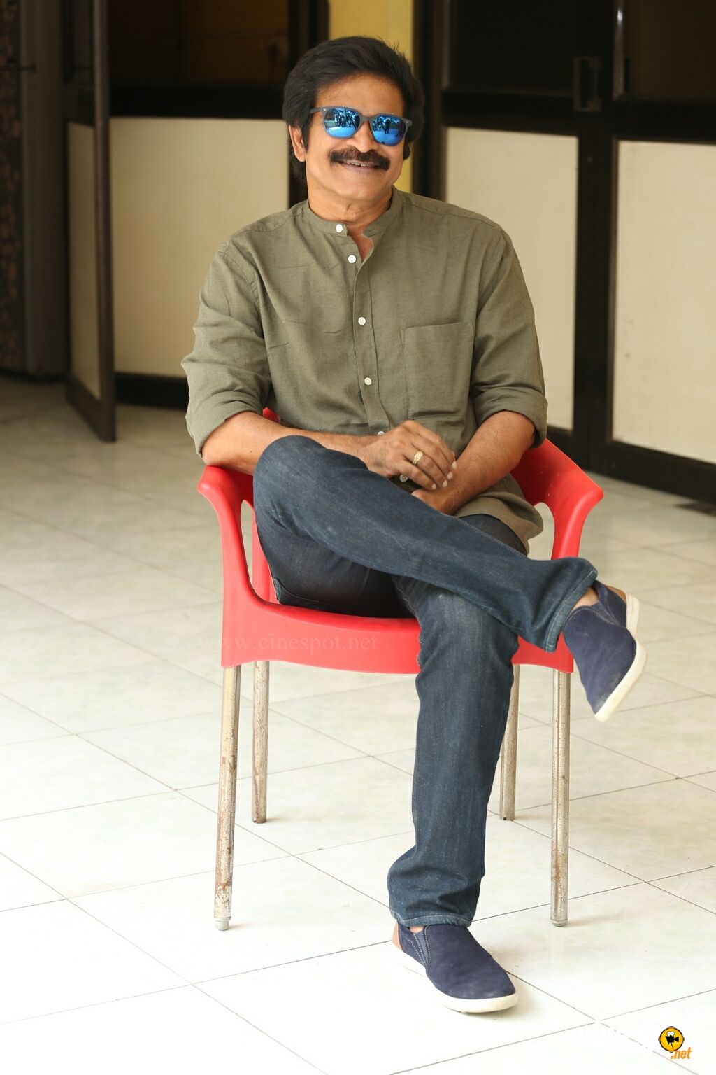 Brahmaji Interview Photos About Next Nuvve (4)