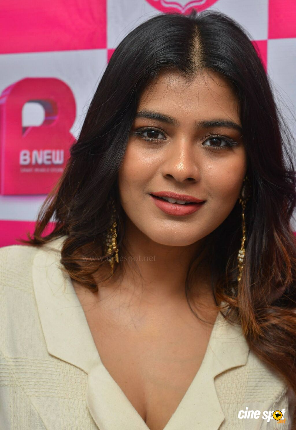 Hebah Patel at B New Mobile Store Launch (3)