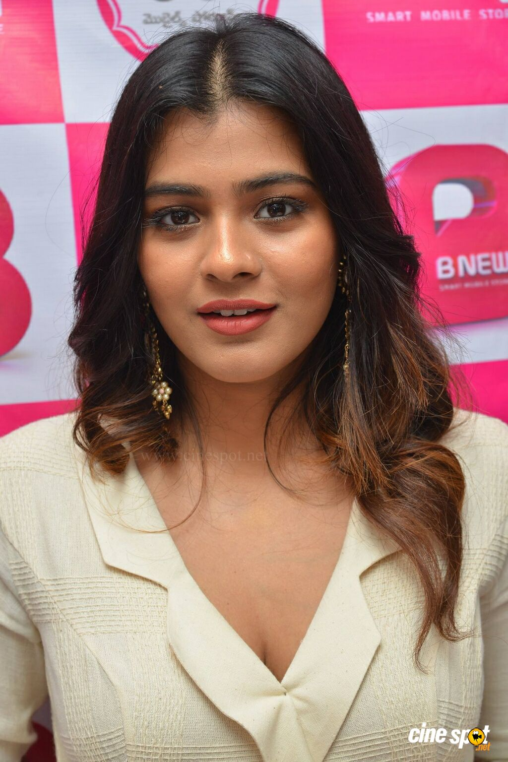 Hebah Patel at B New Mobile Store Launch (5)