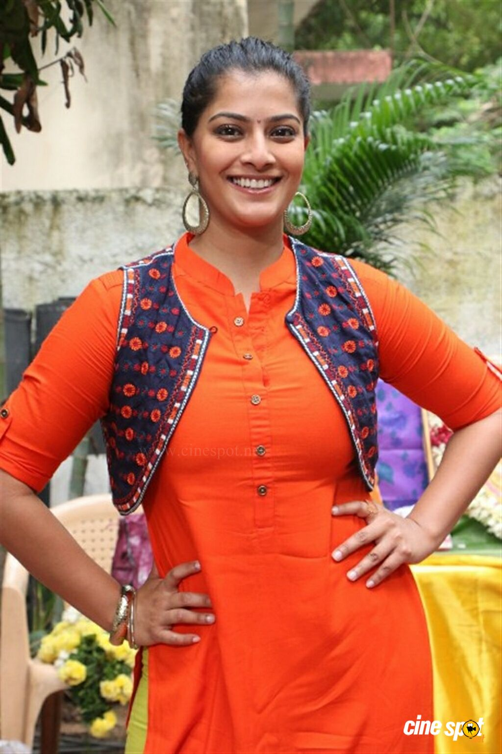 Varalaxmi Sarathkumar at Mr Chandramouli Pooja (6)