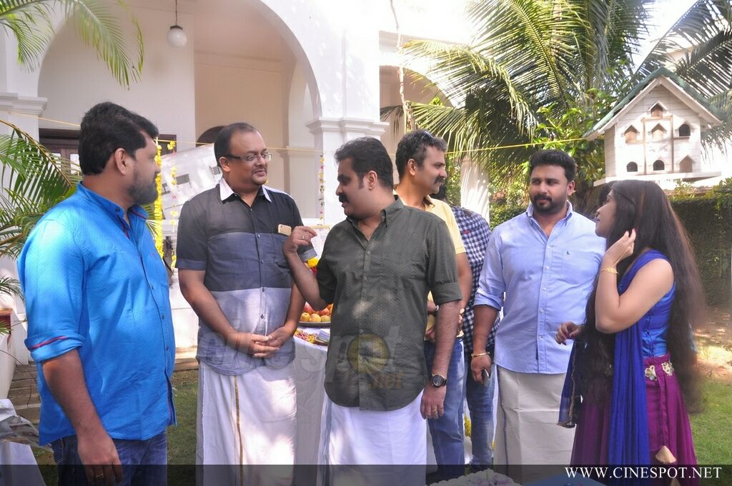Vikadakumaran Movie Pooja (9)