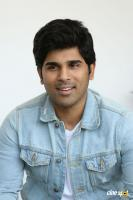 Okka Kshanam Hero Allu Sirish Interview Photos (10)