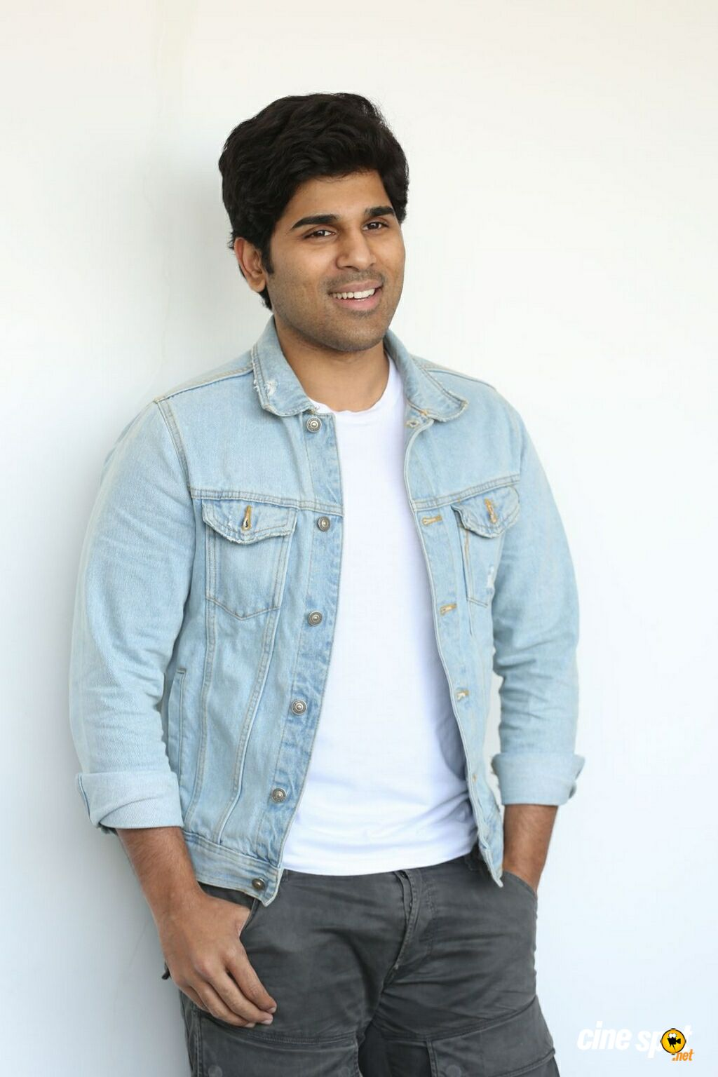 Okka Kshanam Hero Allu Sirish Interview Photos (3)