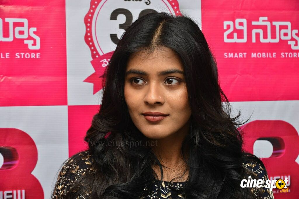 Hebah Patel at B New Mobile Store Launch (9)