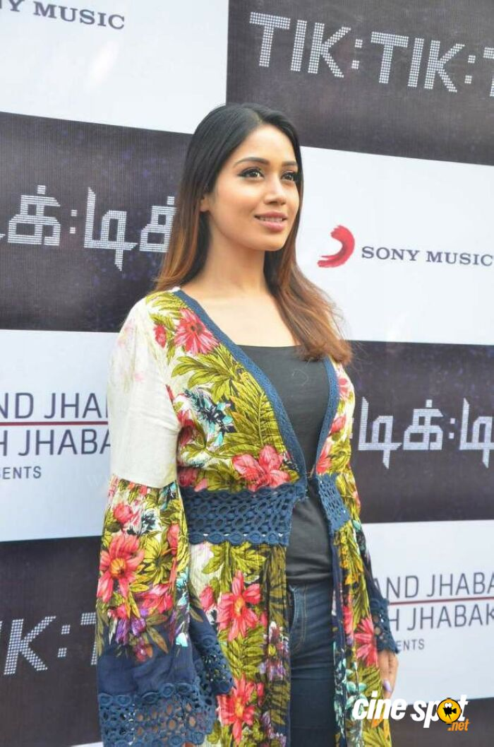 Actress Nivetha Pethuraj Photos (6)