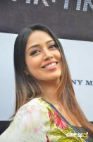 Actress Nivetha Pethuraj Photos (9)