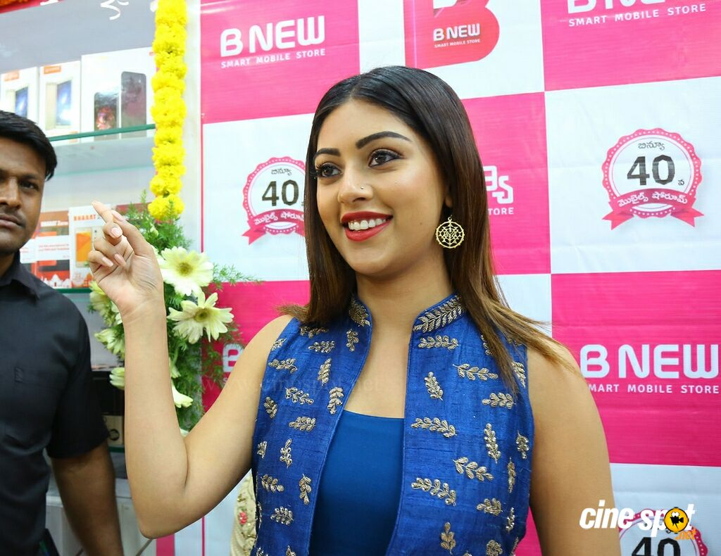 Anu Emmanuel Launches B New Mobile Store At Bapatla (3)