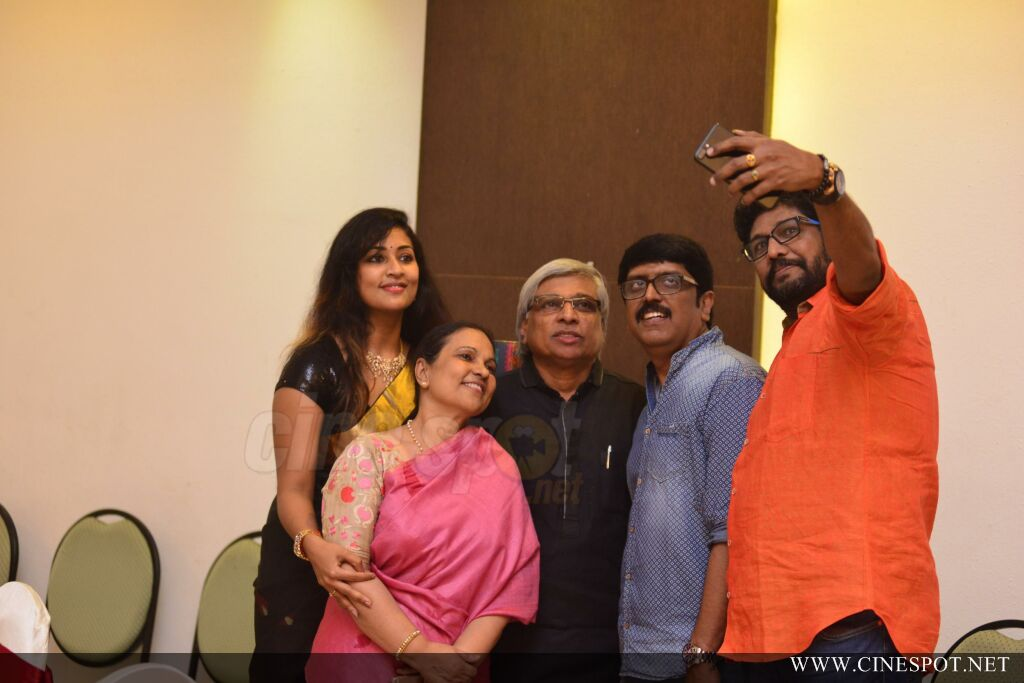 Sibi Malayil Daughter Engagement Pics (59)