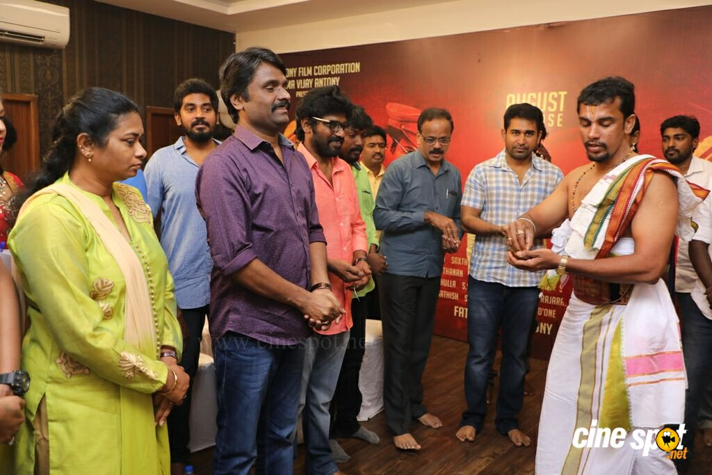 Thimiru Pudichavan Movie Pooja (13)