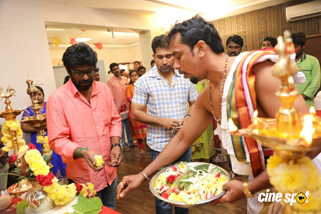 Thimiru Pudichavan Movie Pooja (14)