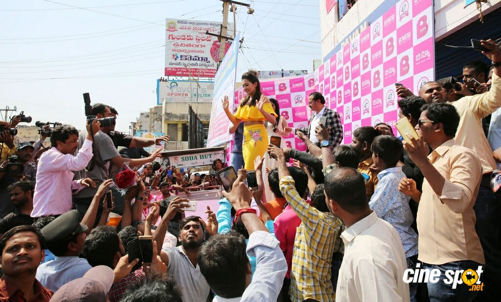 Catherine Tresa Launches B New Mobile Store At Kadapa (33)