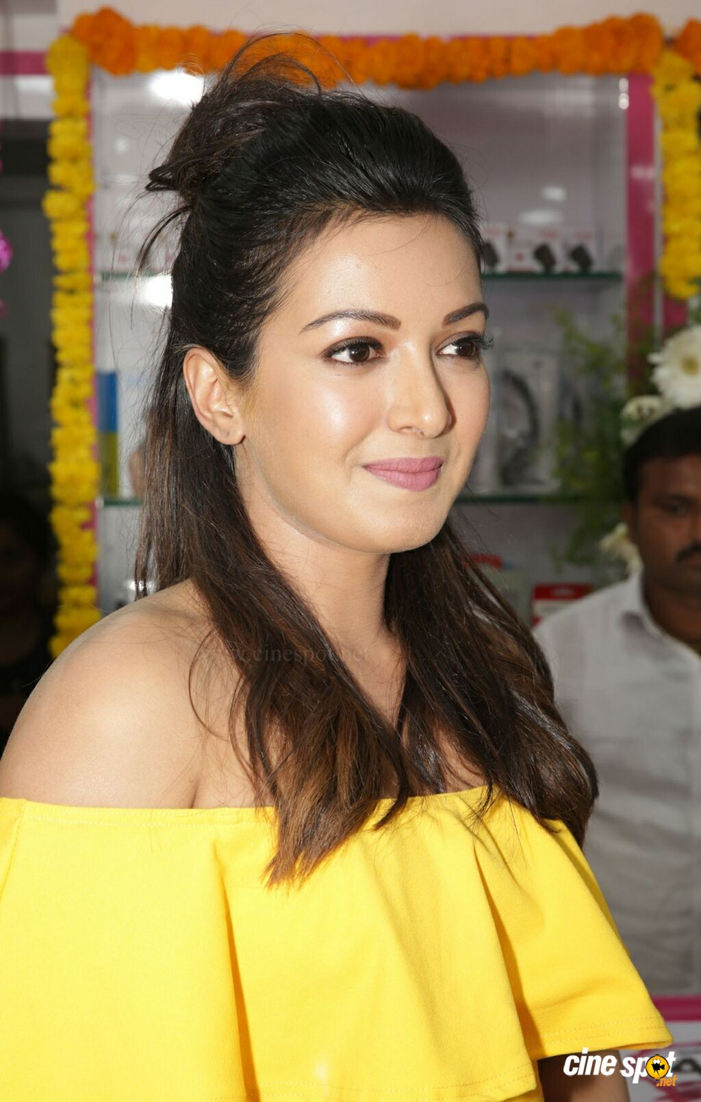 Catherine Tresa Launches B New Mobile Store At Kadapa (8)