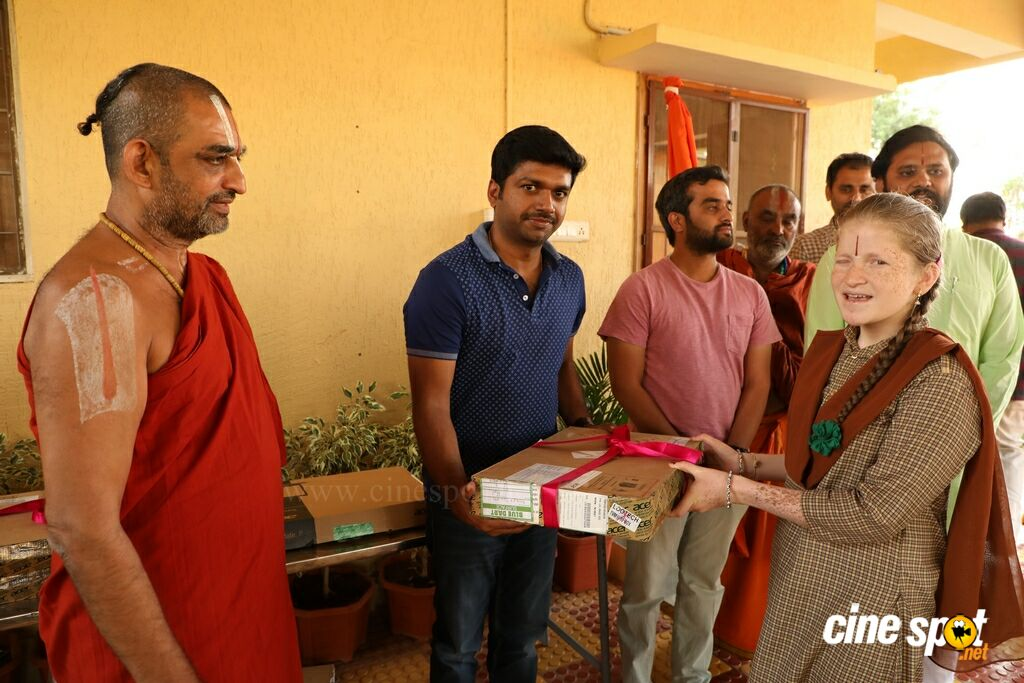 Raja The Great Team Donated Laptops To The Blind Children (5)