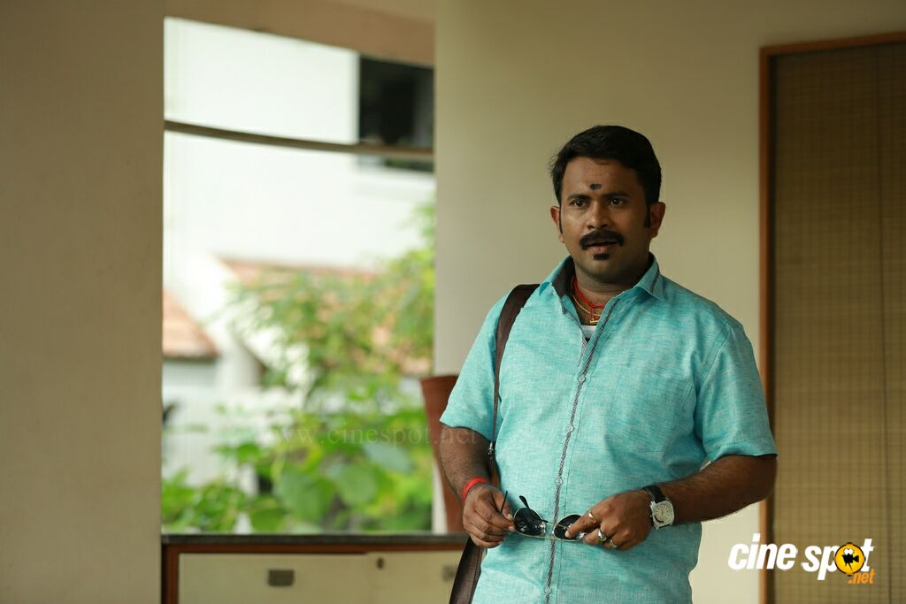 Aju Varghese in Mohanlal (3)