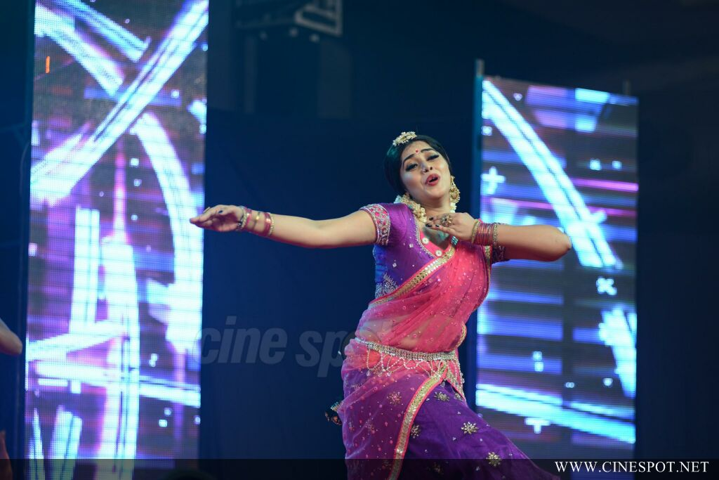 Shamna Kasim Dance Performance in Queen of Dhwayah 2018 (13)