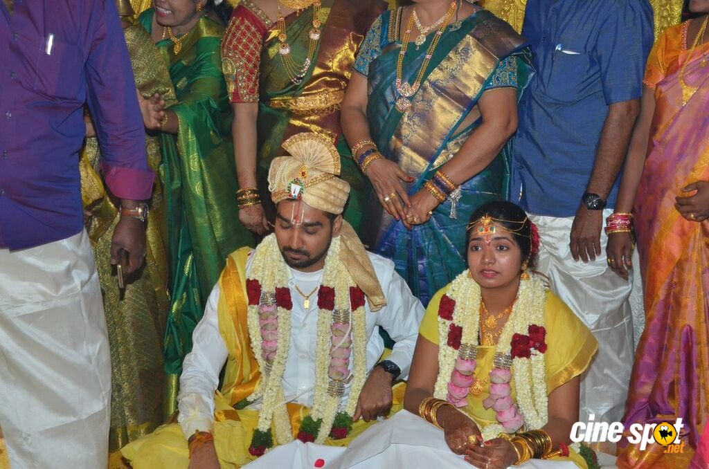 Vasu Vikram's Daughter Sandhiya Wedding Stills (9)