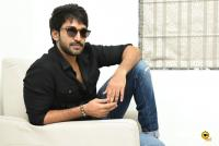 U Turn Actor Aadhi Pinisetty Interview Photos (28)
