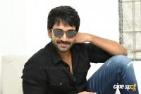 U Turn Actor Aadhi Pinisetty Interview Photos (29)