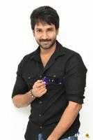 U Turn Actor Aadhi Pinisetty Interview Photos (22)