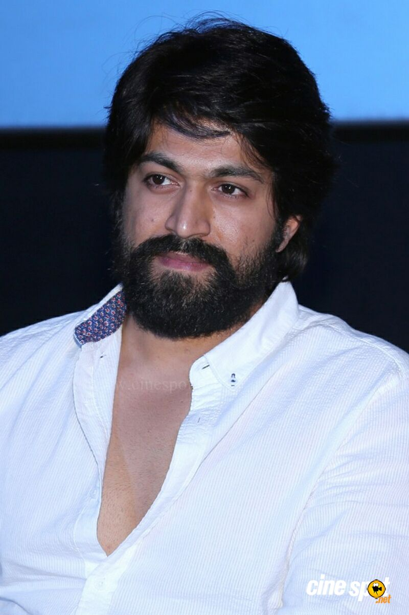 Yash at KGF Trailer Launch (4)