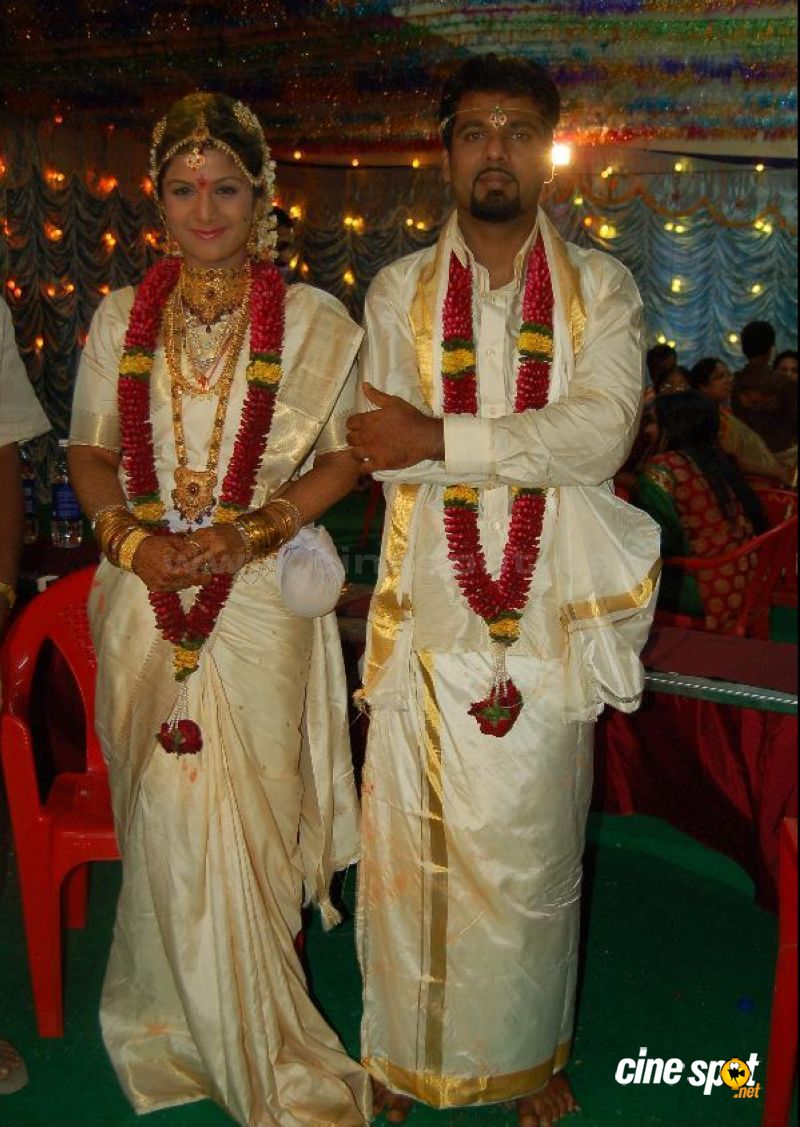 Rambha Marriage Wedding Photos (1)