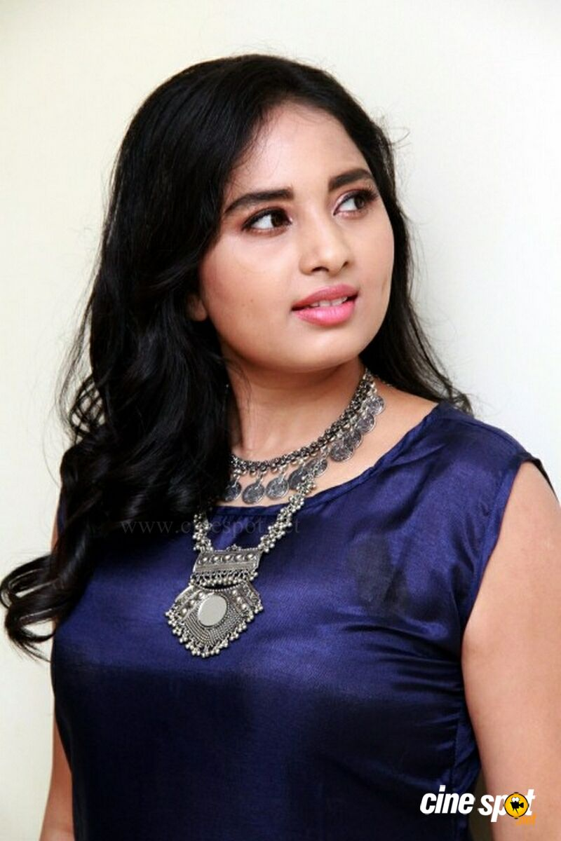 Actress Srushti Dange Photos (8)