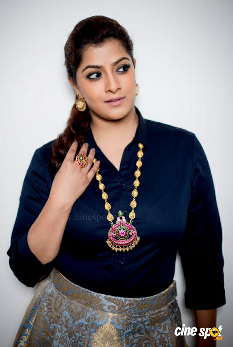 Varalaxmi Sarathkumar New PhotoShoot (3)