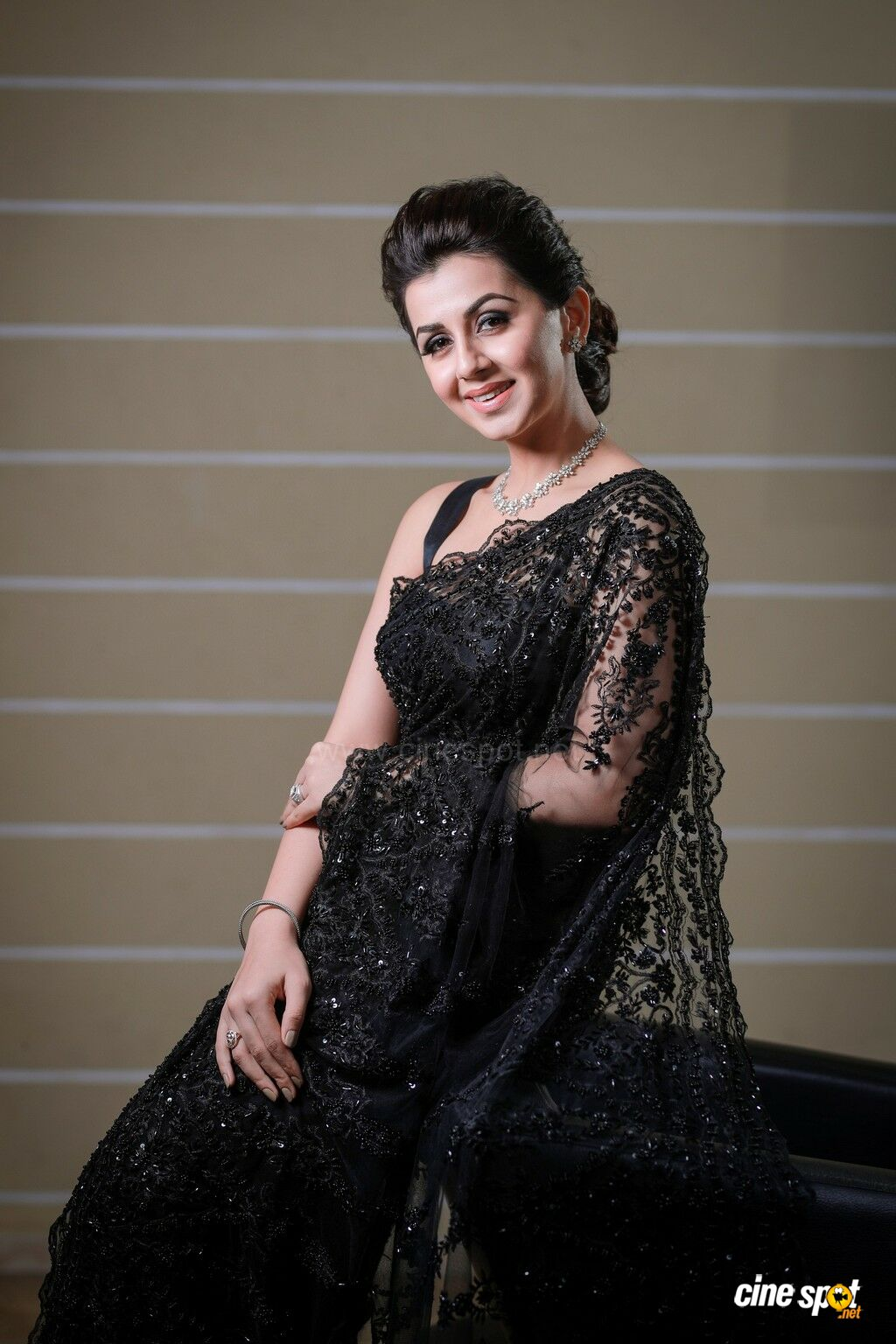 Actress Nikki Galrani Photos (5)