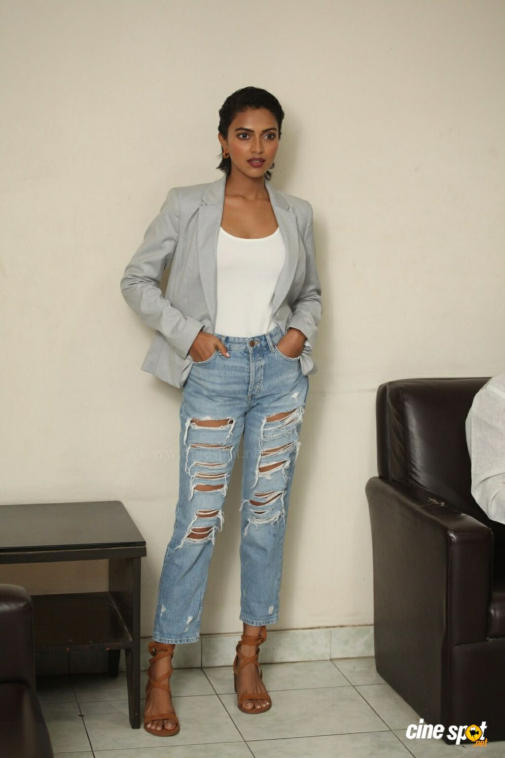 Aame Actress Amala Paul Interview Photos (30)