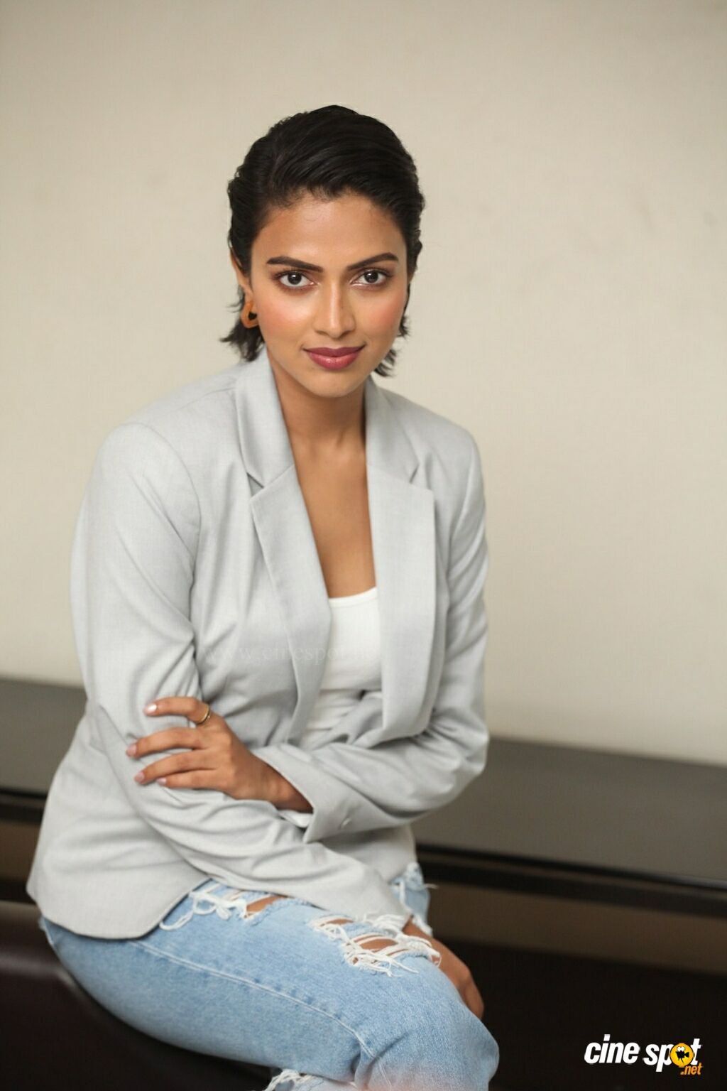 Aame Actress Amala Paul Interview Photos (31)