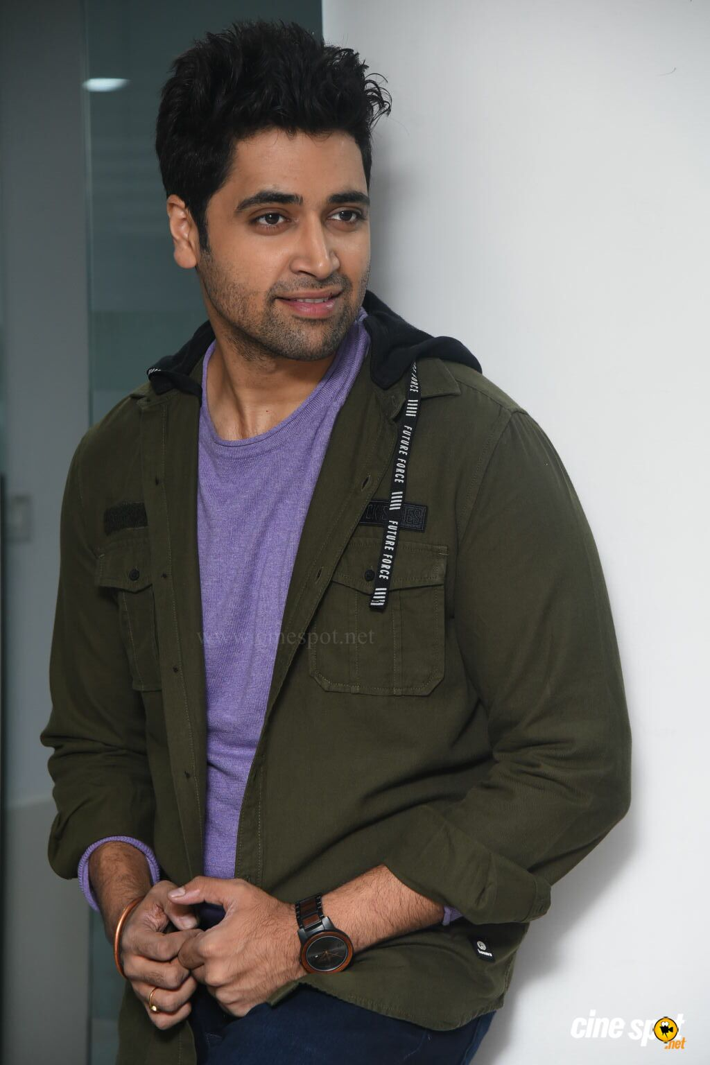 Evaru Hero Adivi Sesh Interview Photos (13)