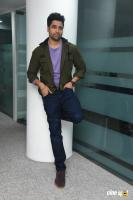 Evaru Hero Adivi Sesh Interview Photos (7)