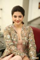 Chanakya Heroine Mehrene Kaur Pirzada Interview Photos (25)