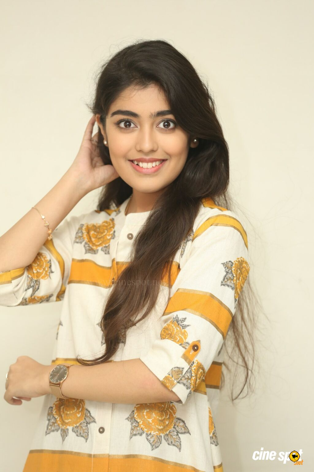 Evvarikee Cheppoddu Actress Gargeyi Yellapragada Interview Photos (36)