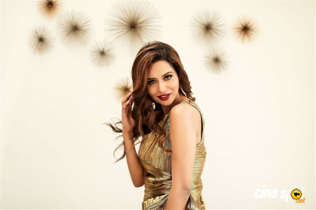 Raiza Wilson Photoshoot Stills (8)
