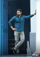 Entha Manchivaadavuraa Hero Kalyan Ram (1)