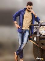 Entha Manchivaadavuraa Hero Kalyan Ram (2)