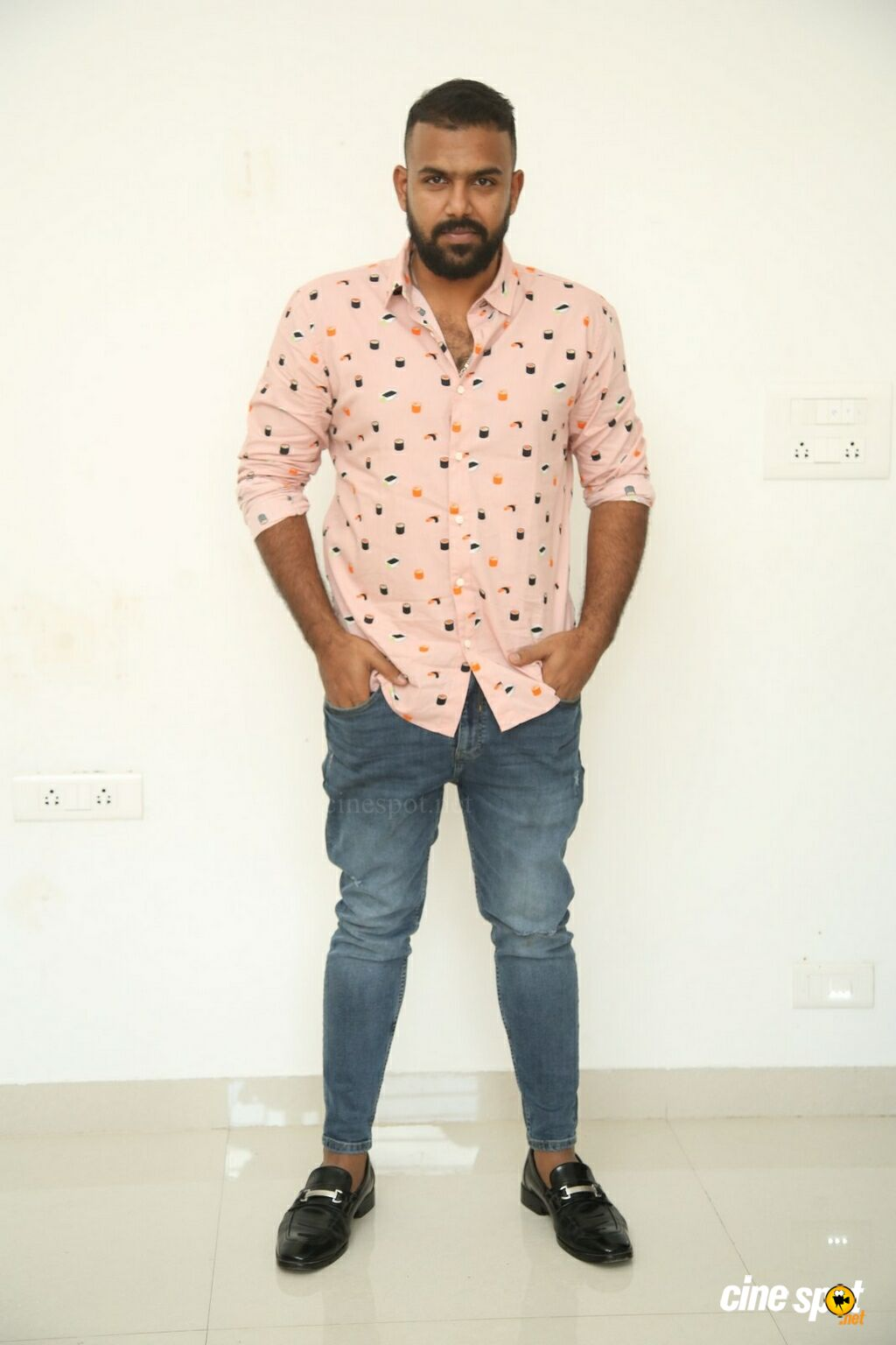 Hero Tharun Bhascker Dhaassyam Interview Photos (1)