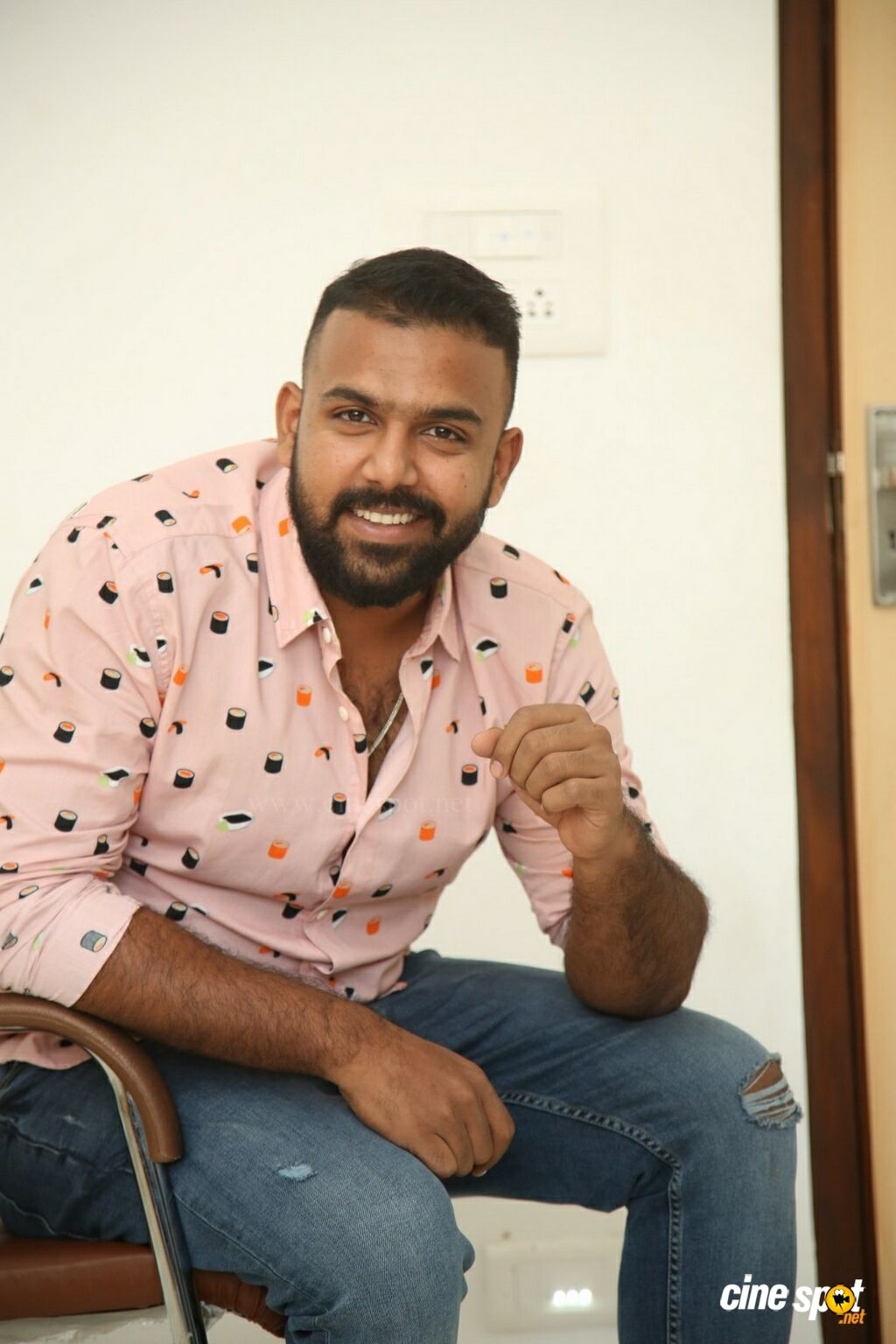Hero Tharun Bhascker Dhaassyam Interview Photos (22)