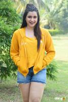 Mannara Chopra at Hi 5 Shooting Coverage Press Meet (26)